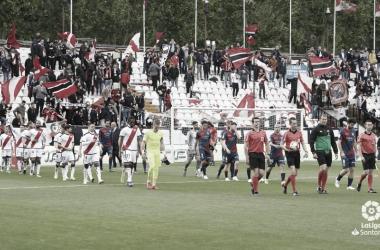 Salida de los jugadores en el Estadio de Vallecas | Foto: LaLiga Santander