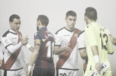 Velázquez saludando antes del partido | Fotografía: La Liga