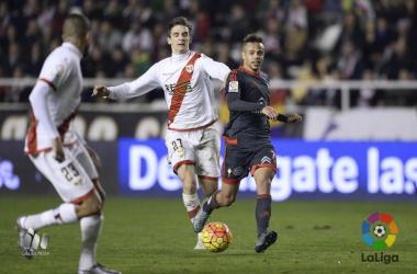 Una jugada de un duelo entre Rayo y Celta | Fotografía: La Liga
