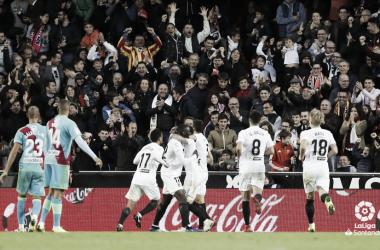 Jugadores del Valencia celebrando un gol | Fotografía: La Liga