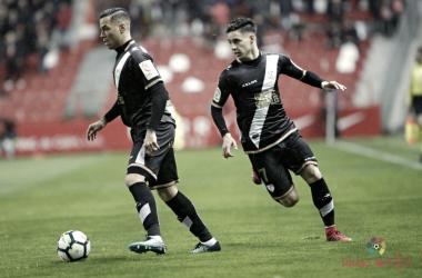 Álex Moreno y Raúl de Tomás durante un partido | Fotografía: La Liga