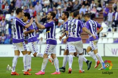 El Real Valladolid celebra un gol ante el Mirandés. (Fotografía: LFP).