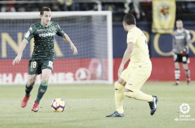 Guardado haciendo frente a un rival | Fotografía: La Liga
