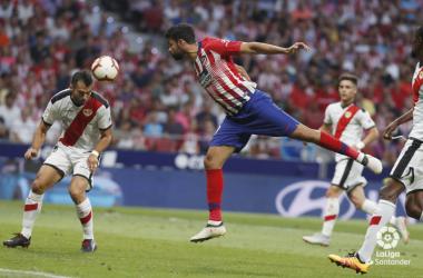 Jordi Amat deteniendo un balón | Fotografía: La Liga