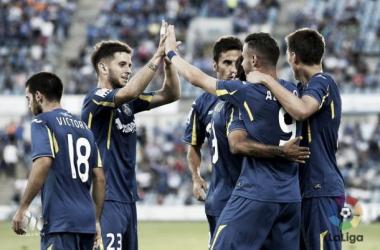 Los jugadores azulones celebran el primer tanto de Álvaro / FOTO: LaLiga