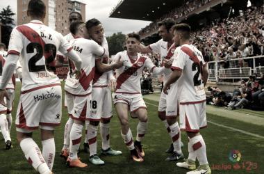 Álex Moreno celebrando un gol junto a sus compañeros | Fotografía: La Liga