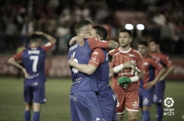 Jugadores del Extremadura celebrando la victoria // Imagen: LaLiga