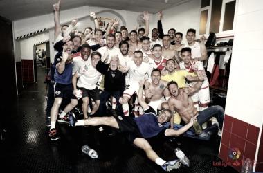 Jugadores del Rayo Vallecano celebrando el ascenso | Fotografía: La Liga