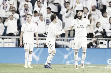 Benzema celebrando el gol junto a Odriozola. Imagen: LaLiga