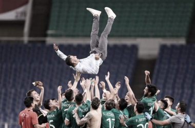 Jaime Lozano cerró su ciclo como seleccionador olímpico de México con la medalla de bronce en el fútbol masculino | Fotografía: Tokio 2020