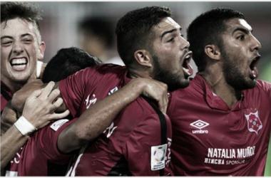 Los jugadores de Wanderers festejando la merecida clasificación (FOTO: A Puro Gol).