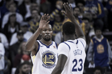 Kevin Durant and Draymond high-five during the Warriors' win over the Cavaliers/Photo: Kyle Terada/Associated Press