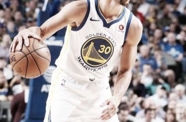 Stephen Curry volvió a ser la figura de Golden State Warriors.Foto: NBA