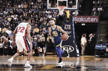 Curry es defendido por Bradley. El ex Celtics le hizo la vida imposible al ex campeón. Foto: NBA