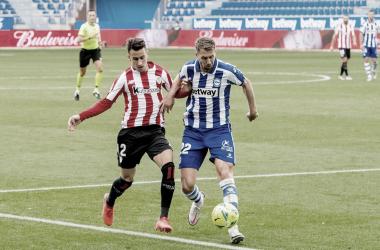 Alex Berenguer y Florian Lejeune disputando un balón en el área del conjunto vitoriano<div>Web Athletic Club de Bilbao</div>