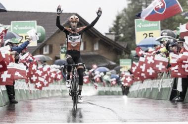 Pieter Weening celebrando la victoria | Foto: Tour de Suiza