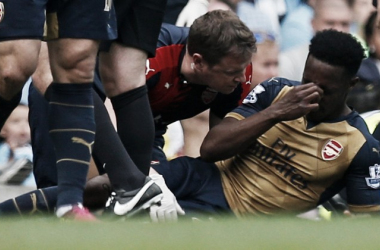 Welbeck is forced to be substituted. | Source: The Guardian