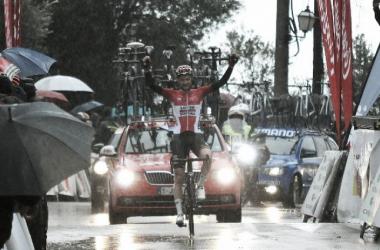 Tim Wellens se exhibe y se lleva el Trofeo Serra de Tramuntana. | Fuente: Challenge Mallorca