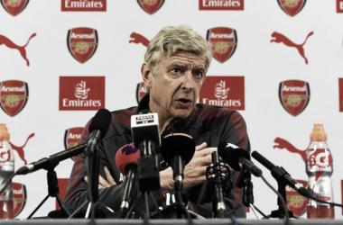 """Arsène Wenger: """"Consideramos vender a Alexis y Özil en enero"""""""
