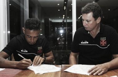 Werley assina renova contrato com o Vasco