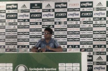 """Após vitória do Palmeiras, técnico interino Wesley Carvalho brinca: """"Que bom que acertei"""""""