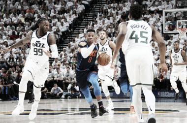Westbrook en una jugada del cuarto partido de la eliminatoria   Foto: NBA.com