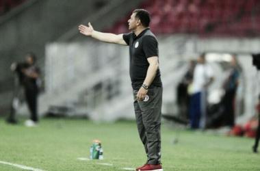 """Roth exalta esforço diante do Sport: """"Só o resultado positivo vai tirar este peso da gente"""""""