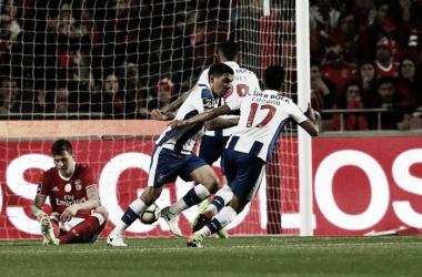 Corona festejando el gol del empate l Foto: Porto Stuff