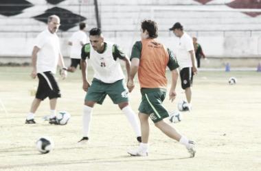 Treino foi realizado no Estádio do Arruda (Foto: Rodrigo Baltar/Santa Cruz)