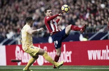 El jugador del Atlético de Madrid, Lucas Hernández, frente a un jugador del Girona (zimbio.com)