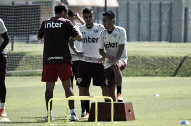 Com retornos de Everton e Militão, São Paulo aprimora finalizações em treino fechado