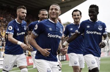 Richarlison marca dois na estreia, mas Everton cede empate ao Wolverhampton