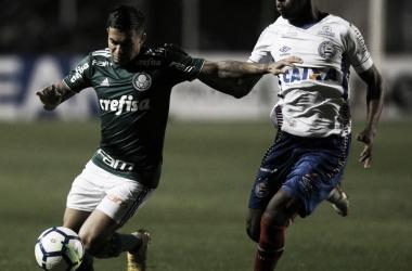 Dudu brinca com sua estatura e comemora gol da classificação do Palmeiras