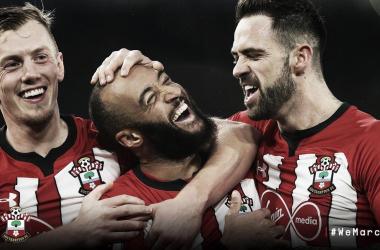 Em jogo truncado, Southampton vence Everton em casa pela Premier League