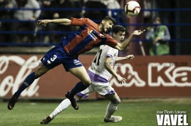 Pomares y Nacho en el transcurso del partido // Foto: Jose María Colomo (VAVEL)