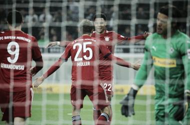 Comemoração do gol de Gnabry (Foto: Divulgação / FC Bayern)