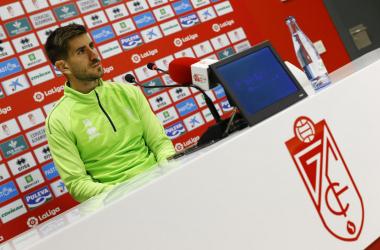 Dani Ojeda en la rueda de prensa. Foto: Pepe Villoslada / Granada CF