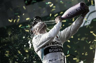 Bottas comemorando vitória (Foto: F1)