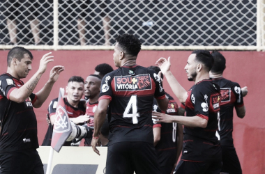 Um eliminado, outro classificado: Bahia e Vitória se opõem na Copa do Nordeste