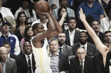 Kevin Durant se tornou o 14° jogador com mais pontos nos playoffs (Foto: Divulgação/Warriors)