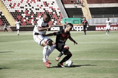 Com dois gols do atacante Rafael Costa, o Botafogo começou a Série B com os três pontos (Foto: Divulgação/Vitória)
