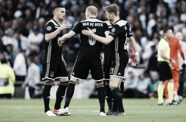 Com o grande resultado em Londres, o Ajax poderá até empatar no segundo jogo que mesmo assim jogará a final (Foto: Divulgação/Ajax)
