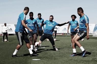 El Real Madrid se ejercita antes de viajar a San Sebastián