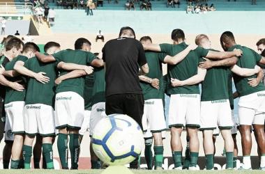 Na busca por vaga na Libertadores, Goiás e Fortaleza duelam no Serra Dourada