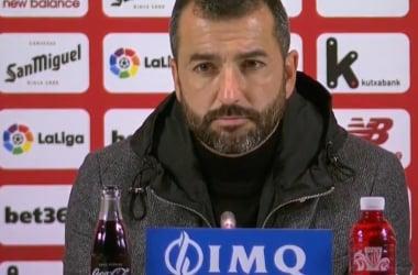 Diego Martínez en rueda de prensa en San Mamés | Foto: Granada CF