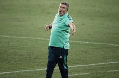 Sem João Lucas, Domènec Torrent tem problema na lateral-direita antes de clássico contra o Botafogo