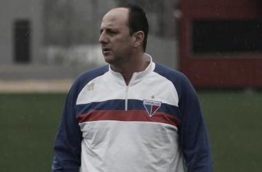"""Rogério Ceni fala sobre reação de Osvaldo: """"Preciso preservar"""""""