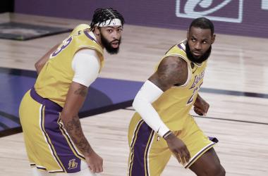 """Apesar da vitória sobre Miami Heat, LeBron alerta:""""Temos mais trabalho"""""""