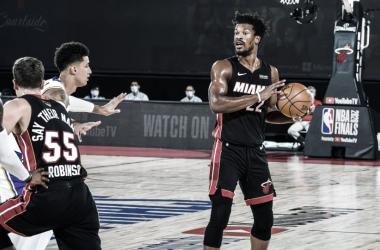 """Jimmy Butler vibra com vitória do Miami Heat e afirma: """"Não vamos desistir"""""""