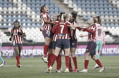 Las jugadoras del Atlético de Madrid celebrando el pase a la final. / Imagen: @Atletifemenino.